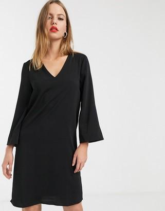 Vila v neck shift dress in black