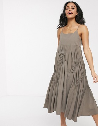 Moon River ruched tuck midi dress in dark olive