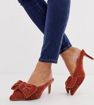Asos Design DESIGN Wide Fit Wonder pointed mid-heeled bow mules in rust velvet-Orange
