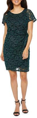 Robbie Bee Short Sleeve Ombre Sheath Dress