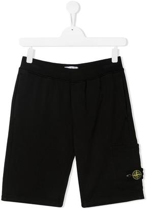 Stone Island Junior TEEN logo-patch cotton shorts
