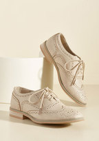 ModCloth Talking Picture Oxford Flat in Biscuit in 7.5