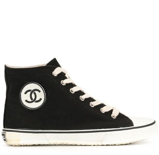 Chanel Pre Owned CC logo high-top sneakers