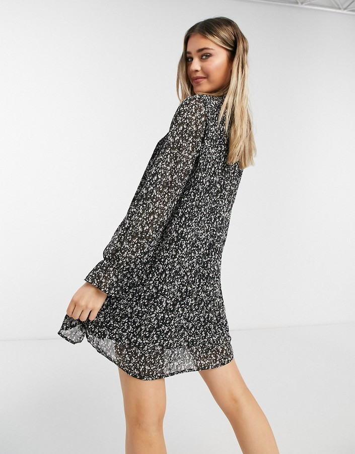 Thumbnail for your product : Qed London smock dress with ruffle neck in whimsy floral