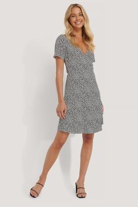 NA-KD Overlap Short Sleeve Printed Dress