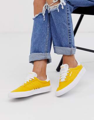 adidas Skateboarding Skateboarding 3MC trainers in yellow-White