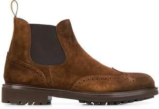 Doucal's brogue detailing boots