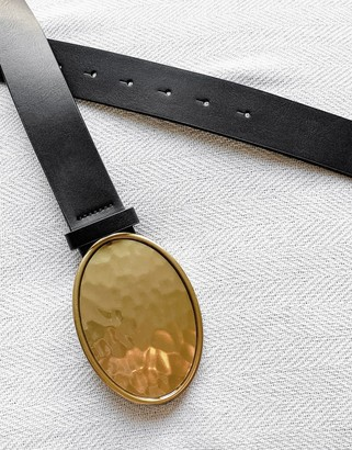 ASOS DESIGN slim belt in black faux leather in round gold plate buckle