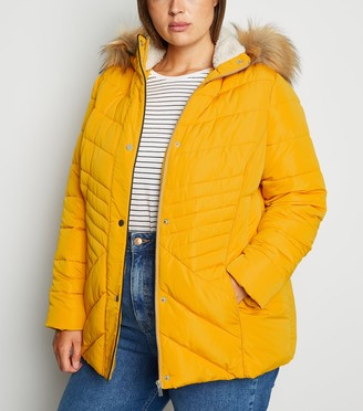 New Look Curves Faux Fur Fitted Puffer Jacket