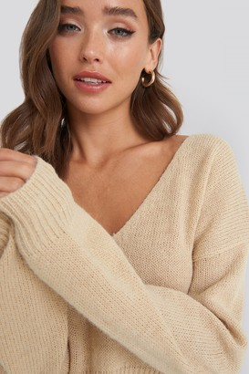 NA-KD V-neck Cropped Knitted Sweater Beige