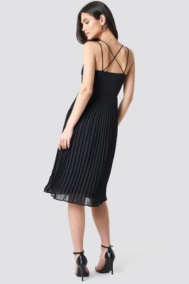 NA-KD Cross Back Pleated Midi Dress Black