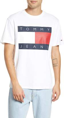 Tommy Jeans TJM Tommy Flag Graphic T-Shirt