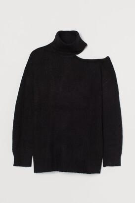 H&M H&M+ One-shoulder jumper