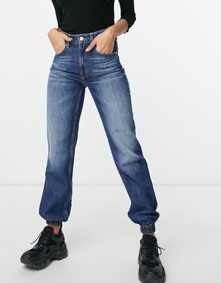 GUESS high waist jean in washed blue