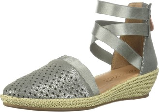 Gentle Souls by Kenneth Cole Women's Noa-Beth Closed Toe Wedge Espadrille Perf Sandal