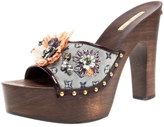 Louis Vuitton Grey/Burgundy Monogram Mini Lin and Patent Raffia Flower Platform Clogs Sandals Size 40
