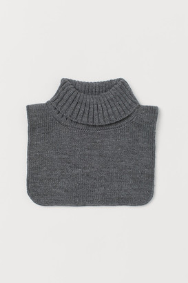 H&M Ribbed polo-neck collar