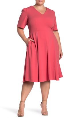 Donna Morgan Short Sleeve V-Neck Stretch Crepe Dress (Plus Size)