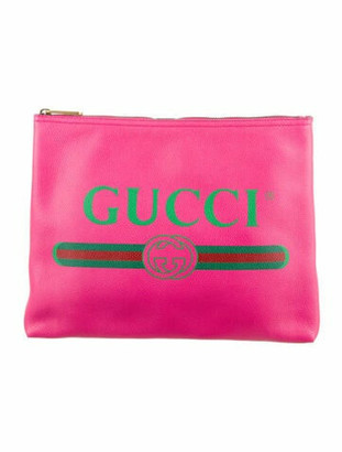 Gucci Leather Logo Clutch Fuchsia