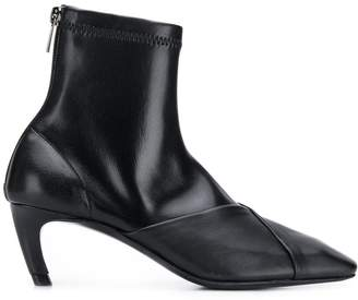 Low Classic zipped ankle boots