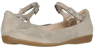 Earth Alma (Coco Soft Buck) Women's Flat Shoes