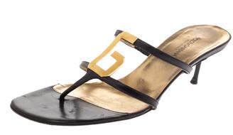 Dolce & Gabbana Black Leather Metal Logo Embellished Thong Kitten Heel Sandals Size 40.5
