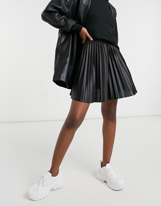 Vila leather look pleated mini skirt in black