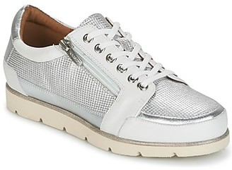 Karston CODAX women's Shoes (Trainers) in Silver