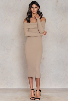 NA-KD Kristin Sundberg For Offshoulder Ribbed Knitted Midi Slit Dress Nude