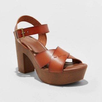 Universal Thread Women's Estella Faux Leather Wood Bottom Crossband Heel Pumps - Universal ThreadTM