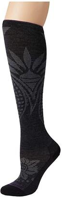 Darn Tough Vermont Chakra Knee High Lightweight w/ Graduated Light Compression (Charcoal) Women's Crew Cut Socks Shoes