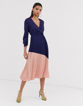 Liquorish pleated midi dress with colourblock skirt-Navy