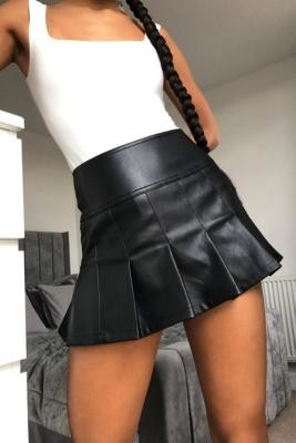 Urban Outfitters 00s Pleated PU Mini Skirt - Black S at