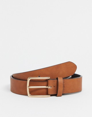 ASOS DESIGN faux leather slim belt in tan with brushed gold buckle