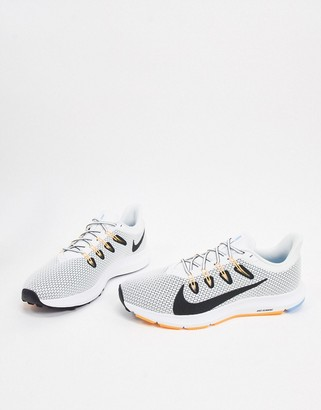 Nike Running Quest sneakers in gray