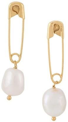 Wouters & Hendrix I Play pearl earrings