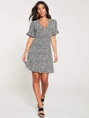 Very Textured Crinkle Tea Dress - Black/White