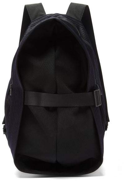 Issey Miyake Homme Plissé Homme Plisse Obi Pleated Canvas Backpack - Mens - Navy