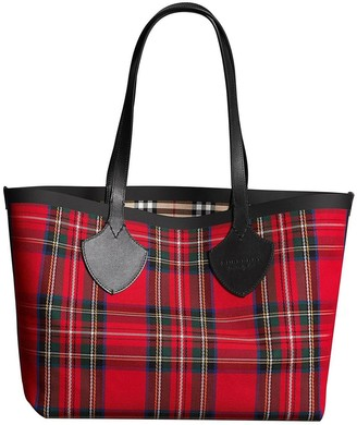 Burberry The Medium Giant Reversible Tote in Vintage Check