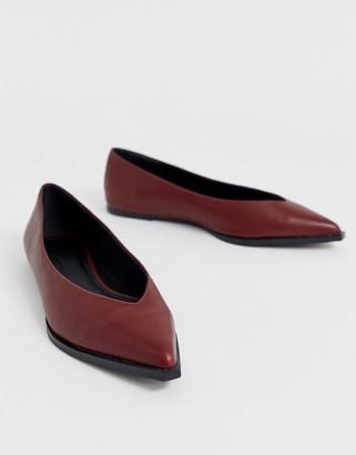 Asos Design DESIGN Levels high vamp ballet flats in burgundy-Red