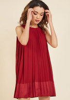 Pleat and Greet Shift Dress in Burgundy in M