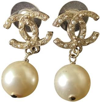 Chanel CC Beige Pearls Earrings