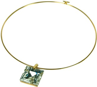 Kenneth Jay Lane SQUARE CRYSTAL PENDANT ON A GOLD WIRE COLLAR NECKLACE. LE