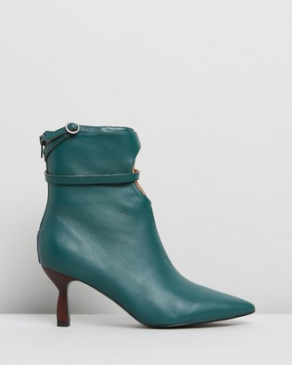 Jaggar The Label Keyhole Boots