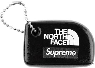 Supreme x The North Face keychain