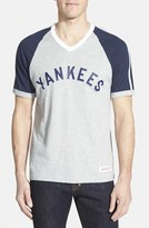Mitchell & Ness 'New York Yankees' V-Neck T-Shirt