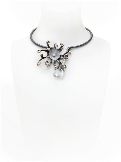 Narcissus Necklace