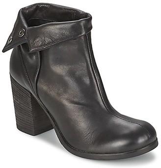 JFK GUANTO women's Low Ankle Boots in Black