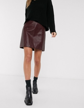 New Look faux leather mini skirt in burgundy-Red
