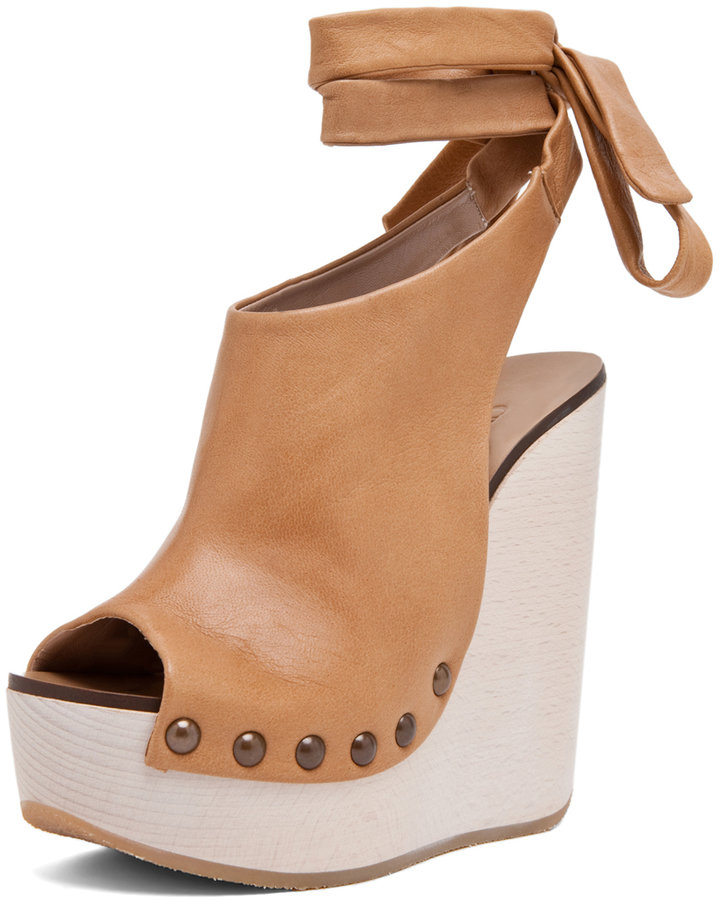 Chloé Leather Wrap Around Wedges in Tan
